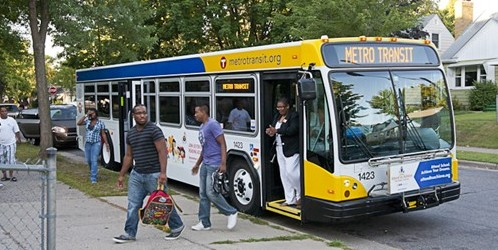 Photo: Students from Minneapolis senior high school unboard a Metro Transit bus